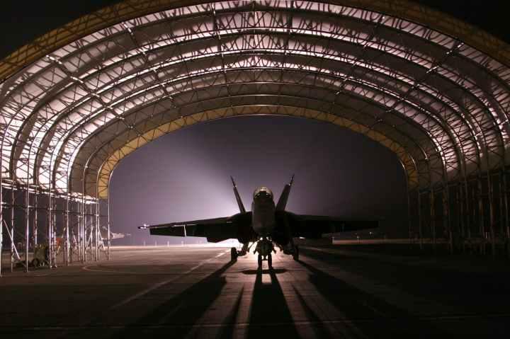 Ta slika ima prazen alt atribut; ime datoteke je hangar-jet-aircraft-fighter-72593.jpeg